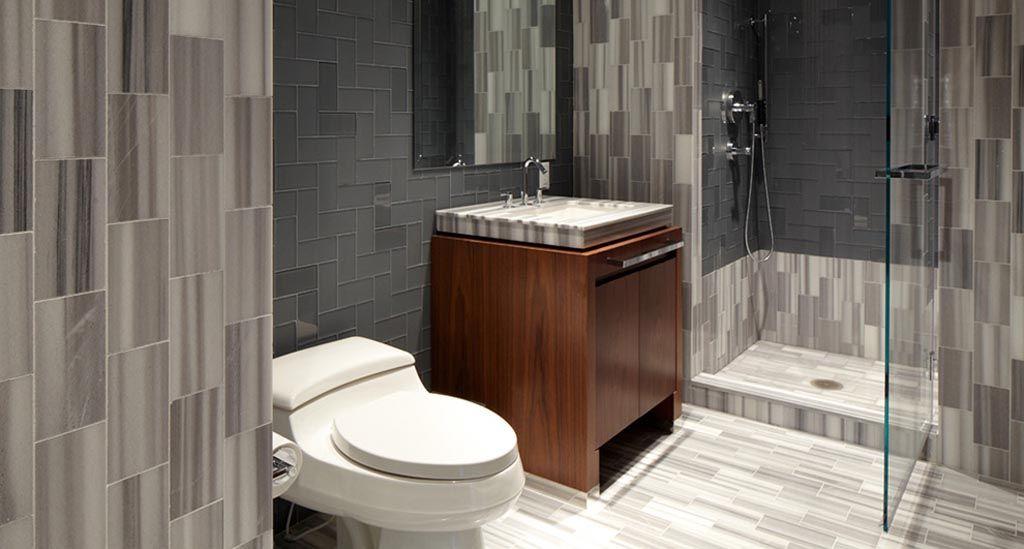 Mooi tegelwerk in verschillende grijstinten #badkamer #inspiratie ...