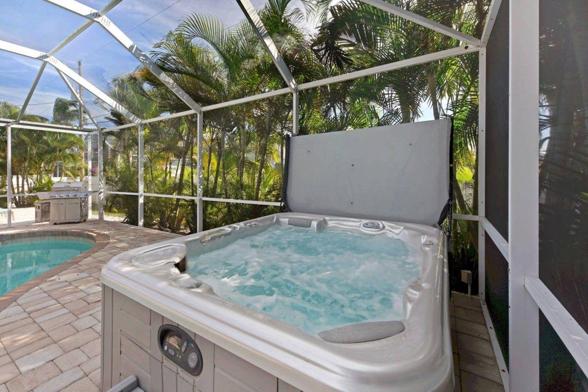 Villa Nova Jacuzzi Cape Coral Outdoor pool area, Cape
