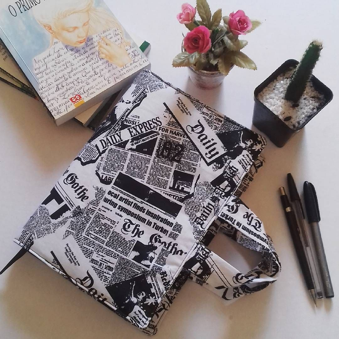 #PortaLivros Proteja os seus queridos livros! 📚 Confeccionado com tecido de algodão, manta acrílica, tem alças para facilitar o manuseio e marca páginas. Muito prático!  O 'Journal' está  na loja virtual. Confira! www.elo7.com.br/bellamiaatelie (link na bio)  #capasparalivros #capaparalivro #livro #livros #portabiblía #capaparabiblía #papelaria #tecidodealgodão #mantaacrílica #produtoartesanais #feitoàmão #produtosforadeserie #elo7