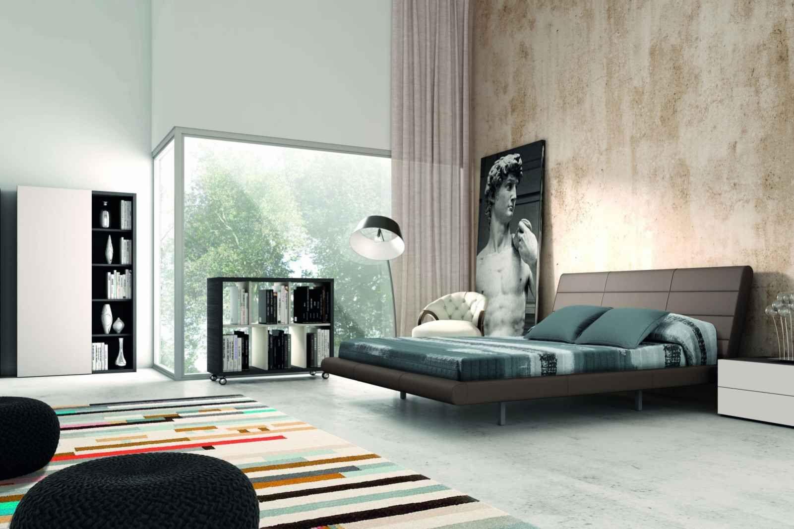 Großes Leinwandbild im Schlafzimmer und großes Doppelbett Fenix ...