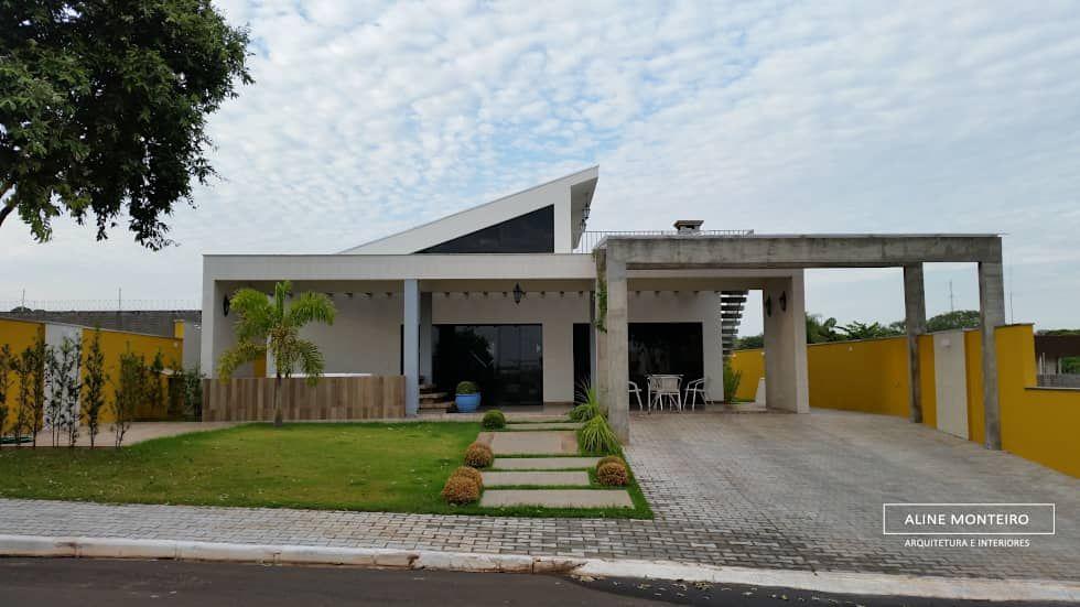 Gosta dessa fachada super moderna? Confira mais inspirações! https://www.homify.com.br/livros_de_ideias/2603928/