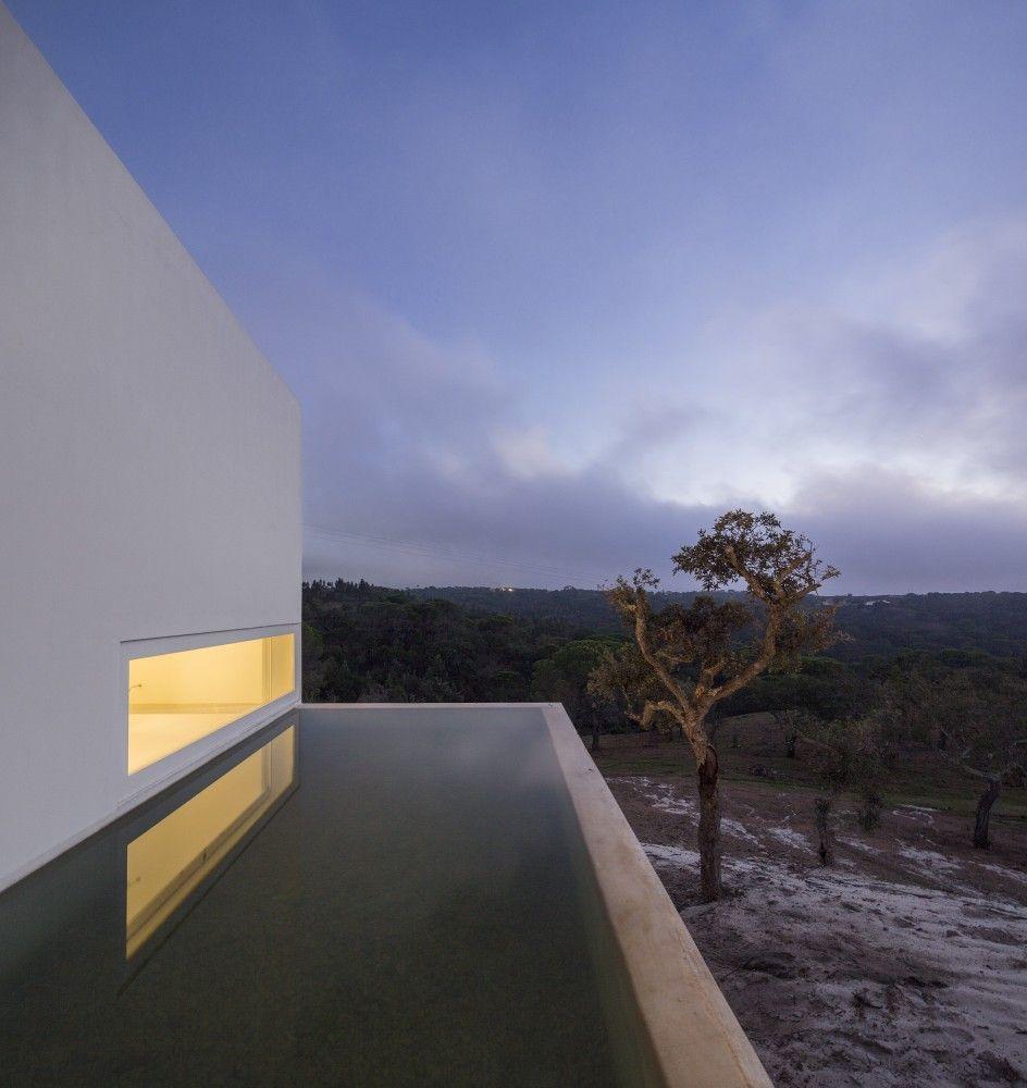 Casa em Fontinha / Manuel Aires Mateus + SIA arquitectura