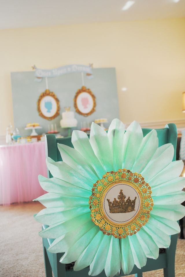 {Royal Baby Shower Decor} Make the special chair for the Momma-to-be! #babyshower