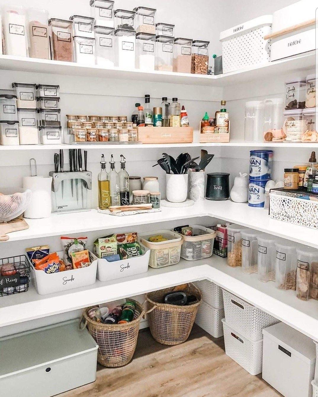 Epingle Par Amina Tazi Sur Farmhouse Kitchen Rangement Garde Manger Idee Rangement Cuisine Idee Deco Buanderie
