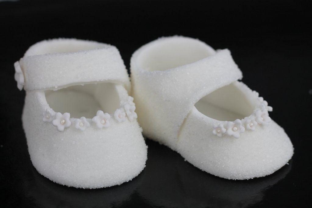 Orchideli Buciki Z Lukru Na Chrzest Lub Roczek Wykonczone Cukrem Kwiatuszkami I Perelkami Jak Zrobic Proste Buciki Shower Cakes Cake Toppers Baby Shoes