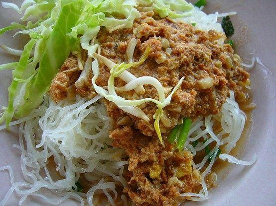 Khanom chin namya, (Thai: ขนมจีนน้ำยา). Thai rice noodles served with a  fish based sauce called nam ya.   Africa food, Thai cuisine, Cuisine
