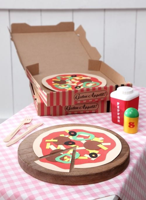pizza aus papier basteln mit kindern diy kinderk che. Black Bedroom Furniture Sets. Home Design Ideas