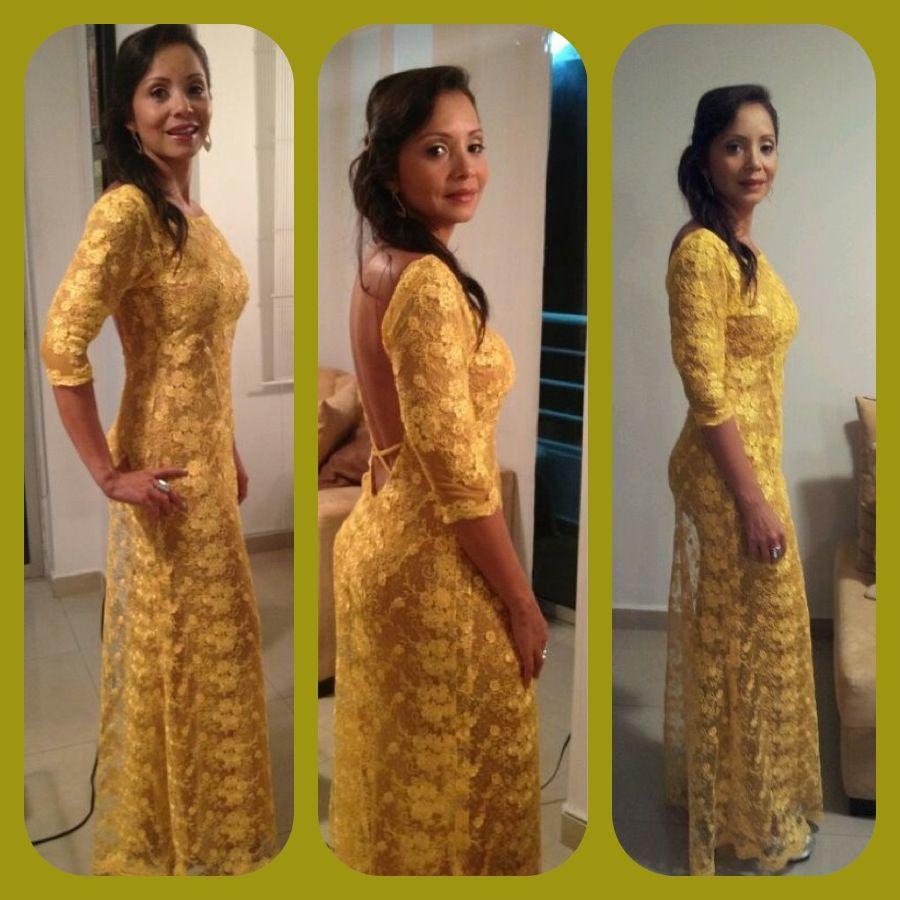 15251e390 Vestido largo de encaje amarillo