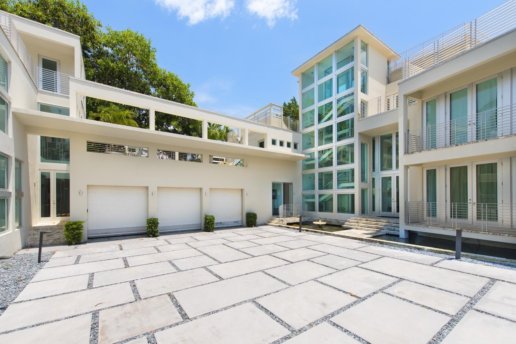 Check Out This Rapper S Palace Miami Beach House Miami Mansion Celebrity Houses