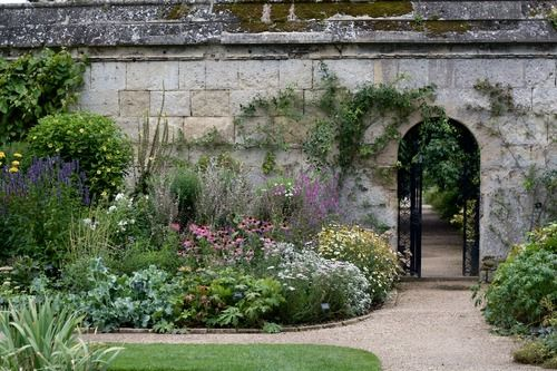a lovely arrangement of height in this mixed border -Botanic Garden Oxford England