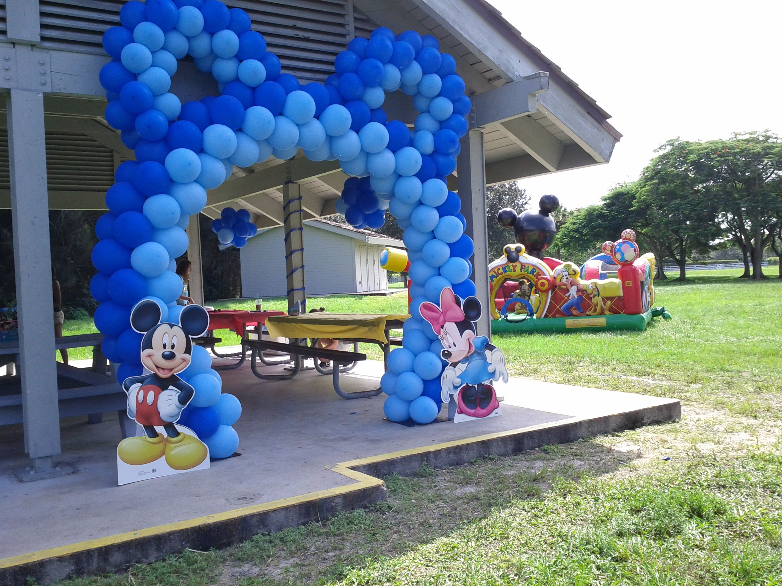 Mickey mouse theme balloon arch for Amusement park decoration ideas