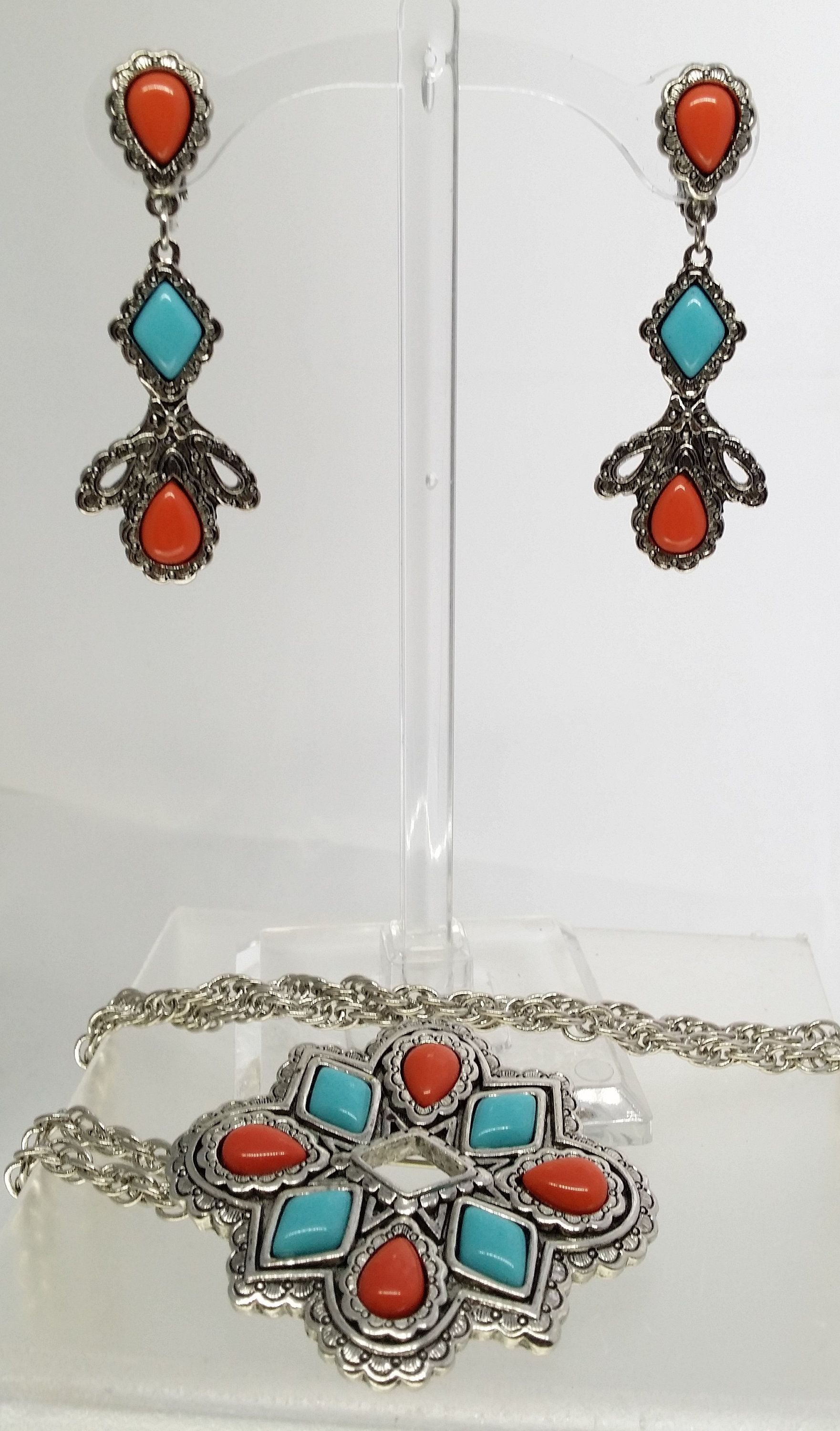 Ladies  necklace /& Clip on Earrings