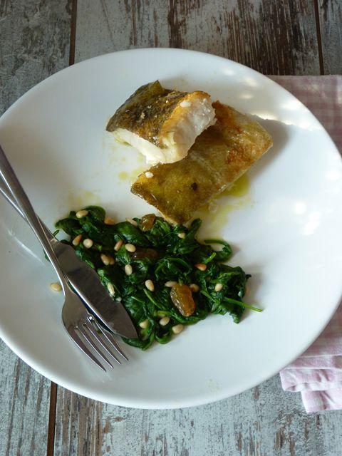 Рецепт Треска пиль-пиль со шпинатом изюмом и кедровыми орешками ...