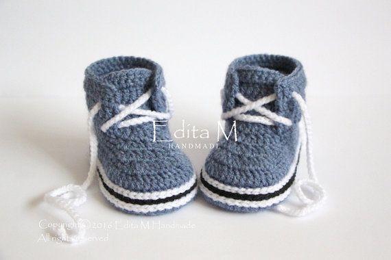 Photo of Ähnliche Artikel wie Unisex Baby booties, Häkeln Baby-Schuhe, Stiefel, Baby-Boy-Sneakers, Denim blau, Baby-Boy-Schuhe, Geschenk ifor neue Mama, Baby-Dusche, 6-9 Monate auf Etsy