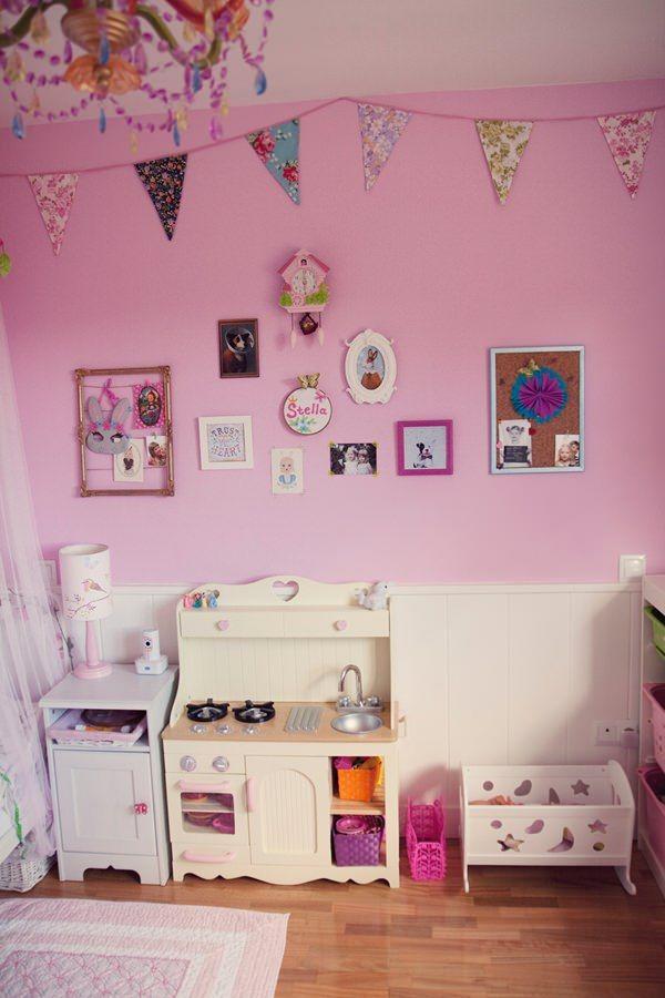 Habitaci n en rosa para una ni a con muebles de ikea - Cocinas de madera para ninos ikea ...