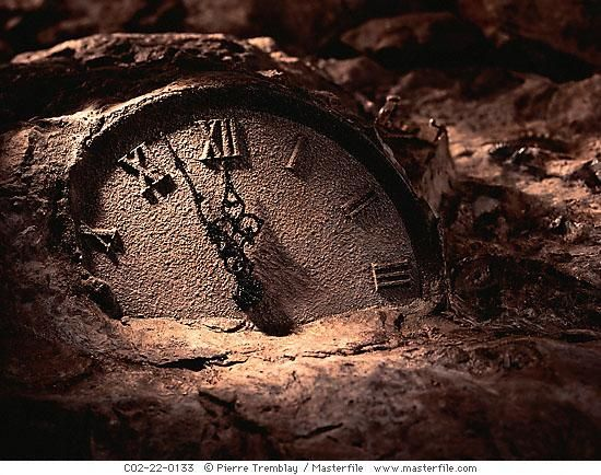 26695c8a54f Relógio Antigo de Pedra