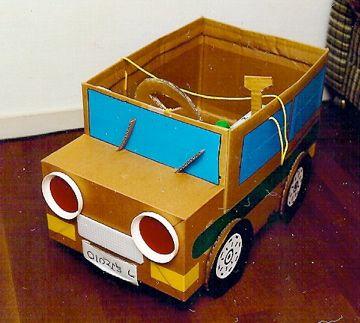 なりきり車 早未恵理の あそび Tips 手作り おもちゃ 車 段ボールのプレイハウス 手作りおもちゃ