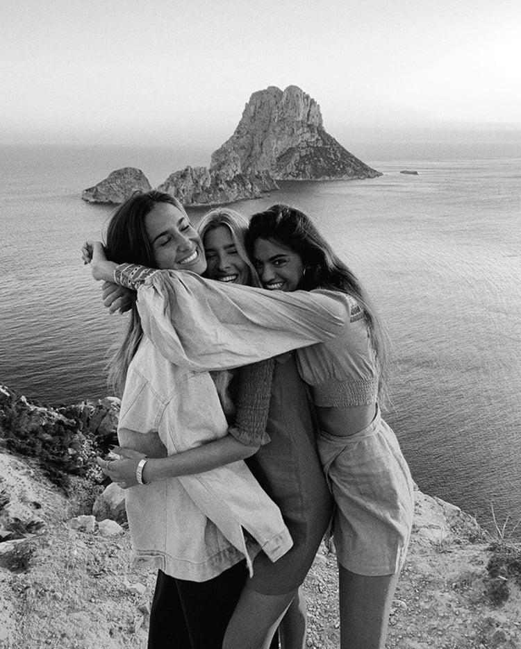 Three Best Friends Foundonweheartit Friendship Bestfriends Besties Girls Friendshipgo Friends Photography Friend Poses Photography Friendship Photography