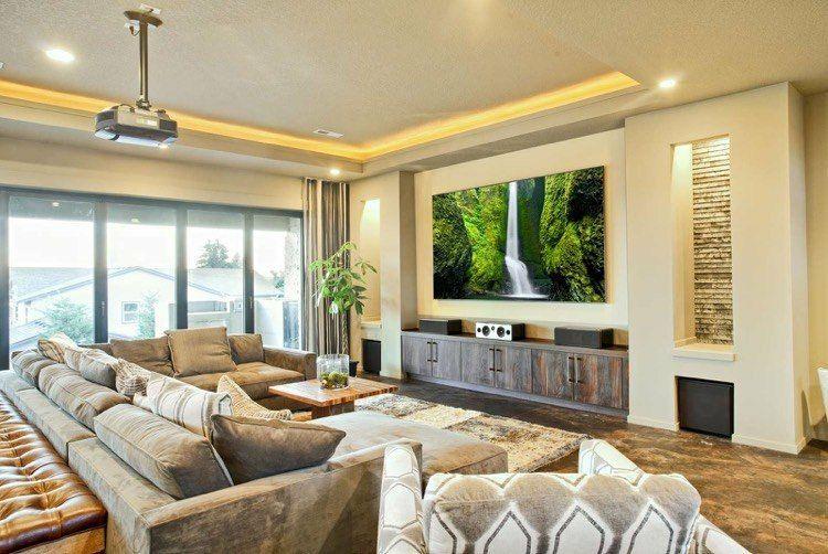 Beamer an der Decke und Leinwand über der Kommode | wohnzimmer ...