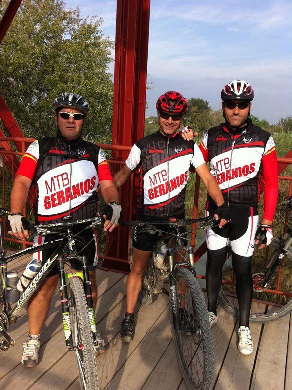 FasterWear.com sigue sumando Clubs Amigos, esta vez el club MTB GERANIOS (Murcia). Gracias por confiar en la calidad de nuestras prendas!!