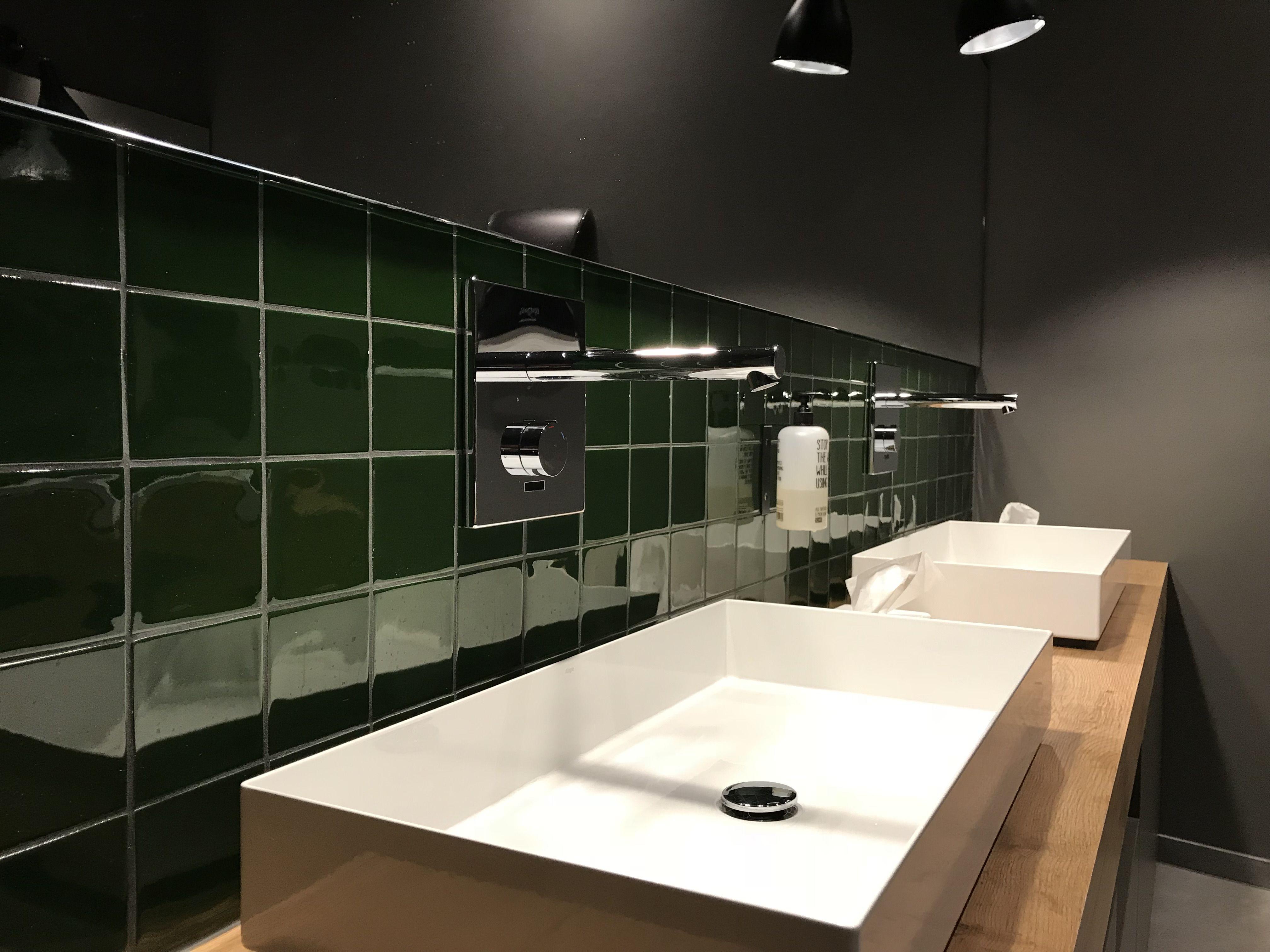 Sanitarraume Im Eingangsbereich Mit Modernen Wimtec Wandarmaturen Proof W6 In 2020 Wc Trennwande Wandarmatur Veranstaltungsraum