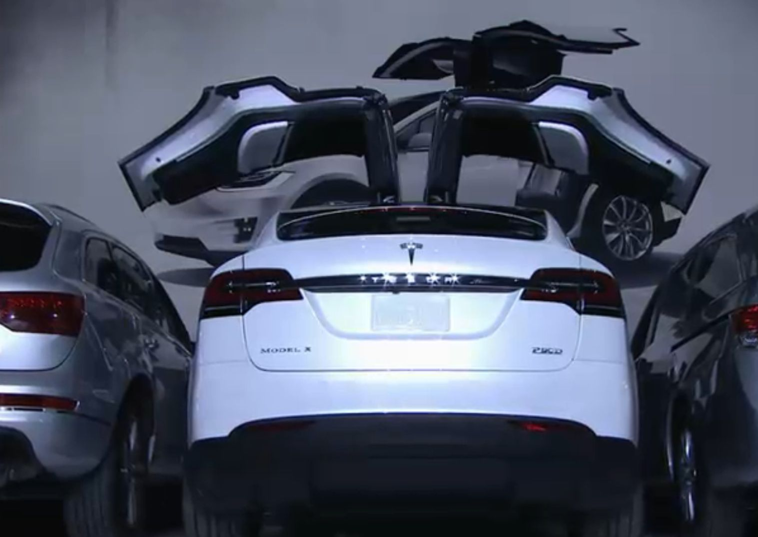 How do the tesla model x s doors work even in tight spaces the model