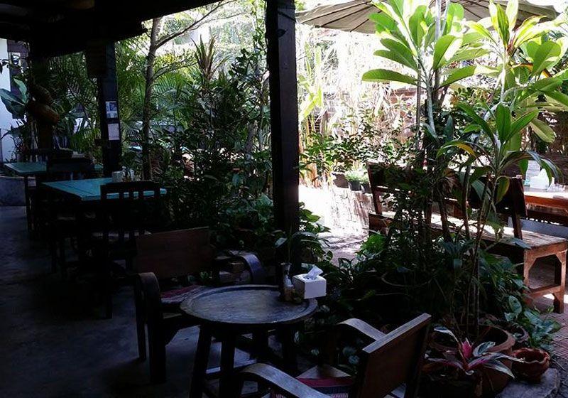 Outside Inn Guesthouse & Bar : Ubon Ratchathani, Thailand