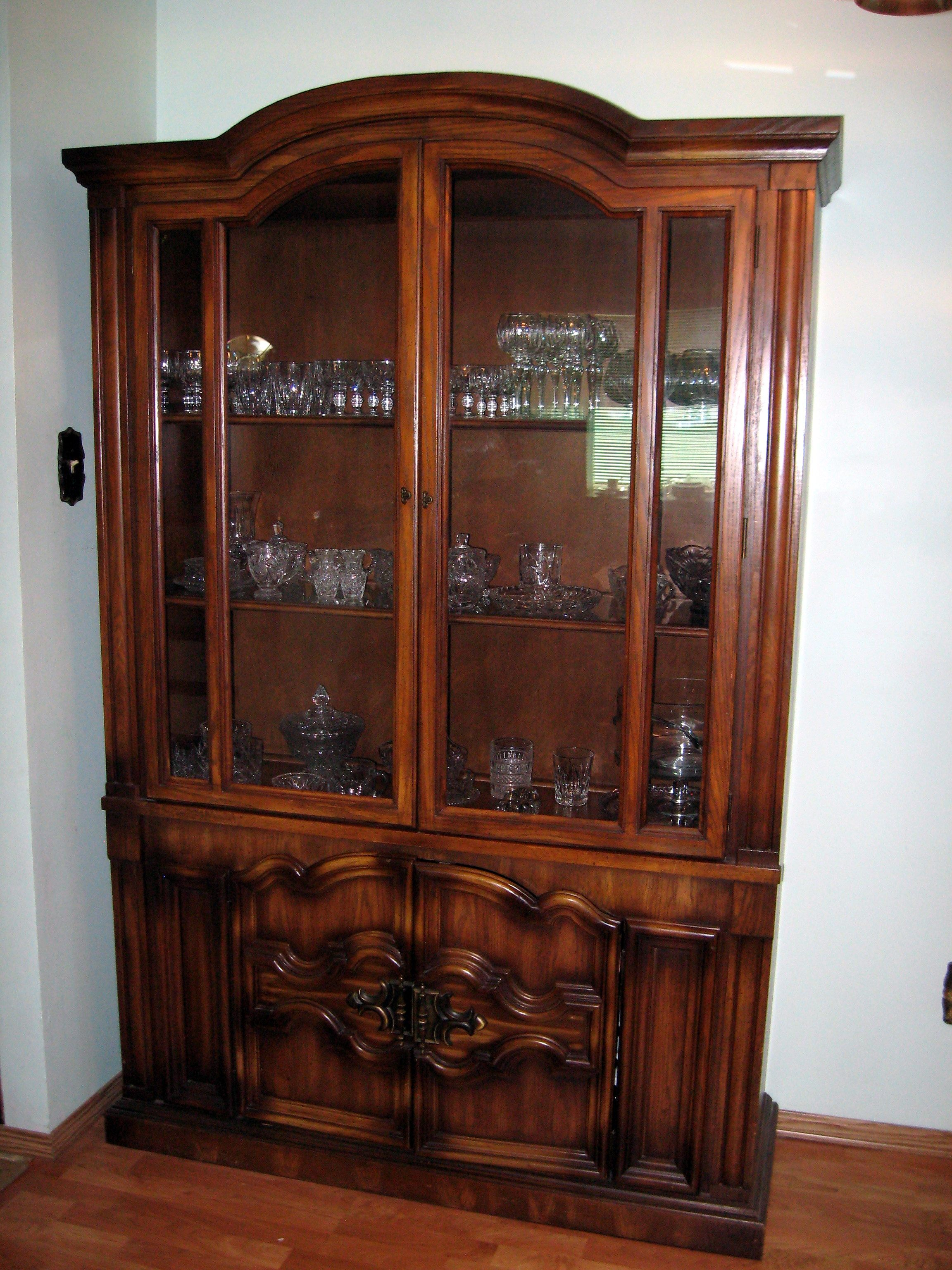 Bon Wood Cabinets With Glass Doors   Some Are Shaped Like Others And  Butterflies You Canu0027t Even See. Some Open Using A Pivot And