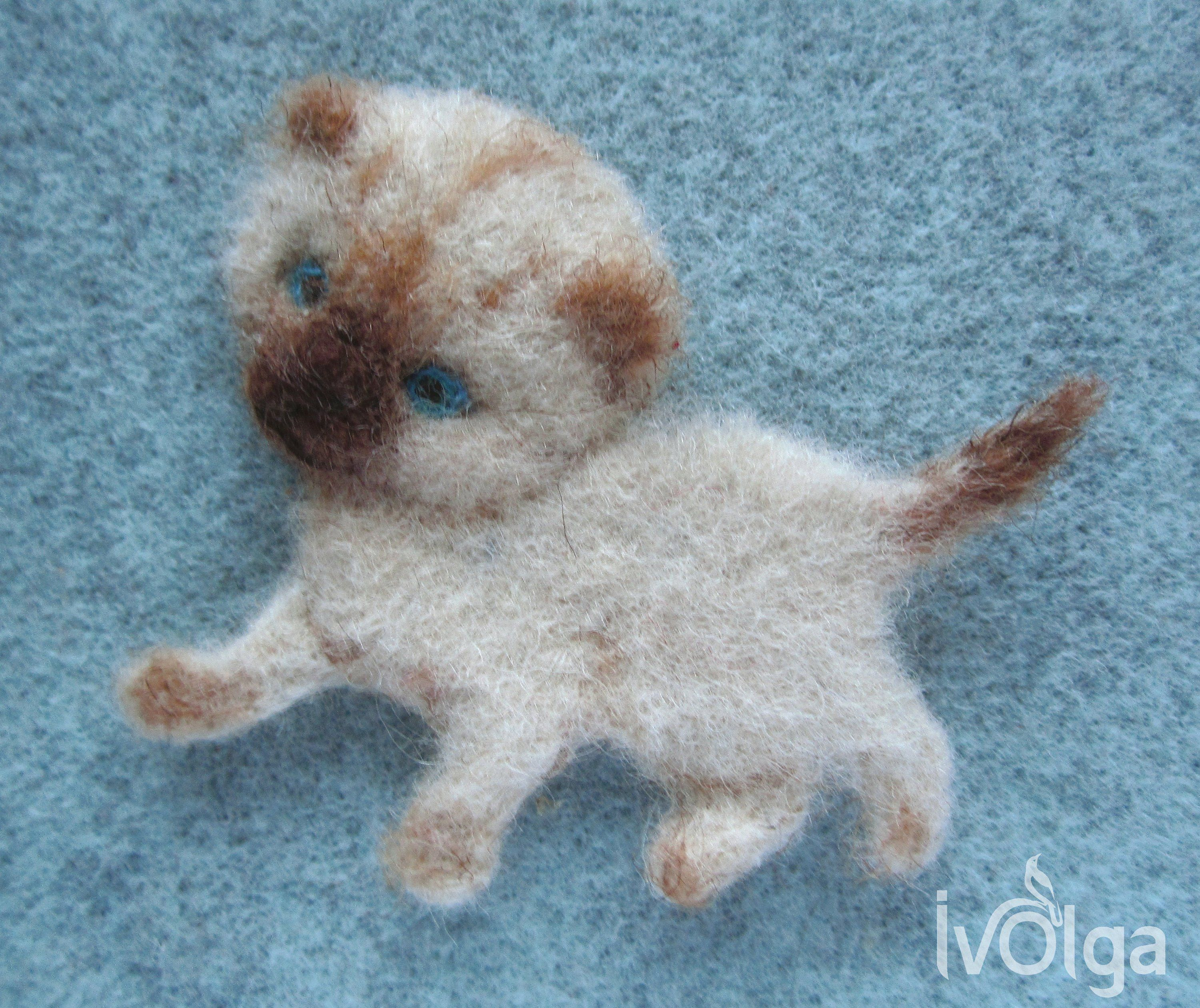 Siamese Cat Playing Kitten Siamese Cat Felt Brooch Pin Cute Animal Broach For Jacket Hoodie Blue Eyes Needle Felte In 2020 Siamese Cats Cute Animals Siamese Cats Funny