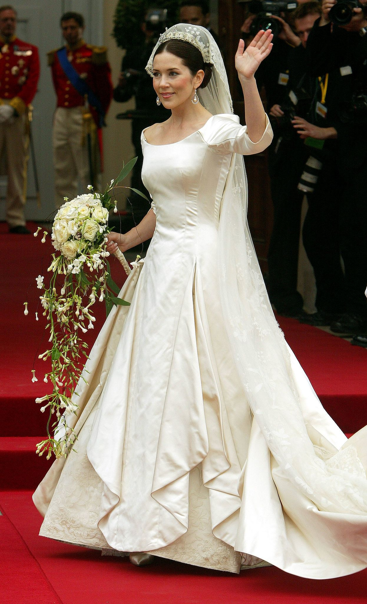 Celebrity Gossip News The Most Stunning Royal Weddings From Around The World Royal Wedding Gowns Royal Brides Royal Wedding Dress [ 2048 x 1246 Pixel ]