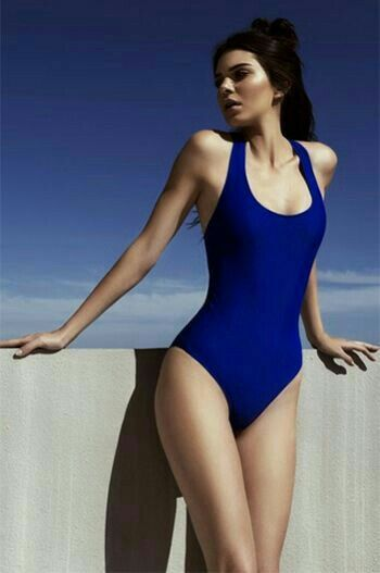 Kendall Jenner  a6fb6c30637
