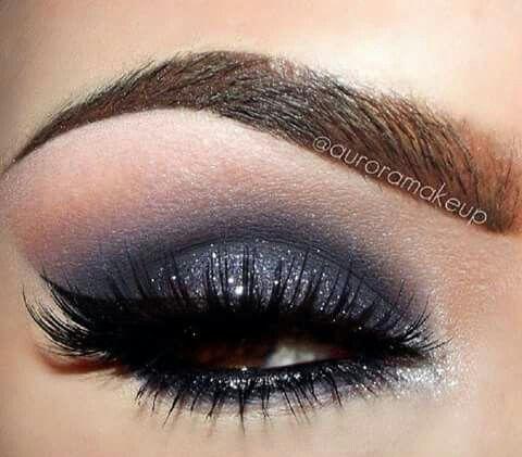 Azul Indigo Y Plateado Estilos De Maquillaje De Ojos Maquillaje De Ojos Maquillaje Piel Morena