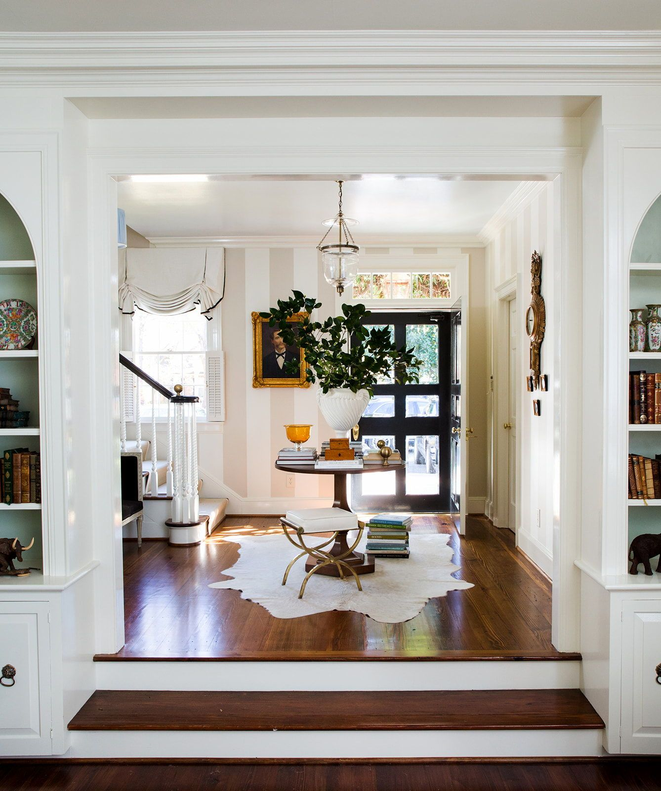 Beautiful Entrance Foyer By Anne Wagoner Interiors White Plaster Urn Filled With Greenery On A Center Table Annewagonerin Home Decor Classic Home Decor Home