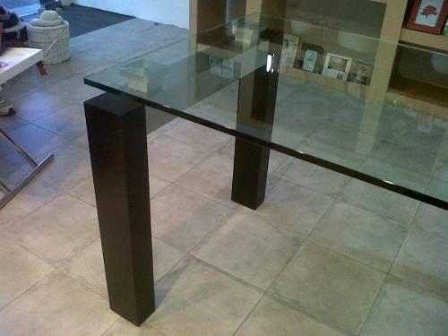 Mesa de comedor de vidrio con patas de madera acero for Mesas de cristal y madera para comedor