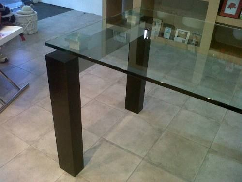 Mesa de comedor de vidrio con patas de madera acero for Mesas de comedor de vidrio y madera