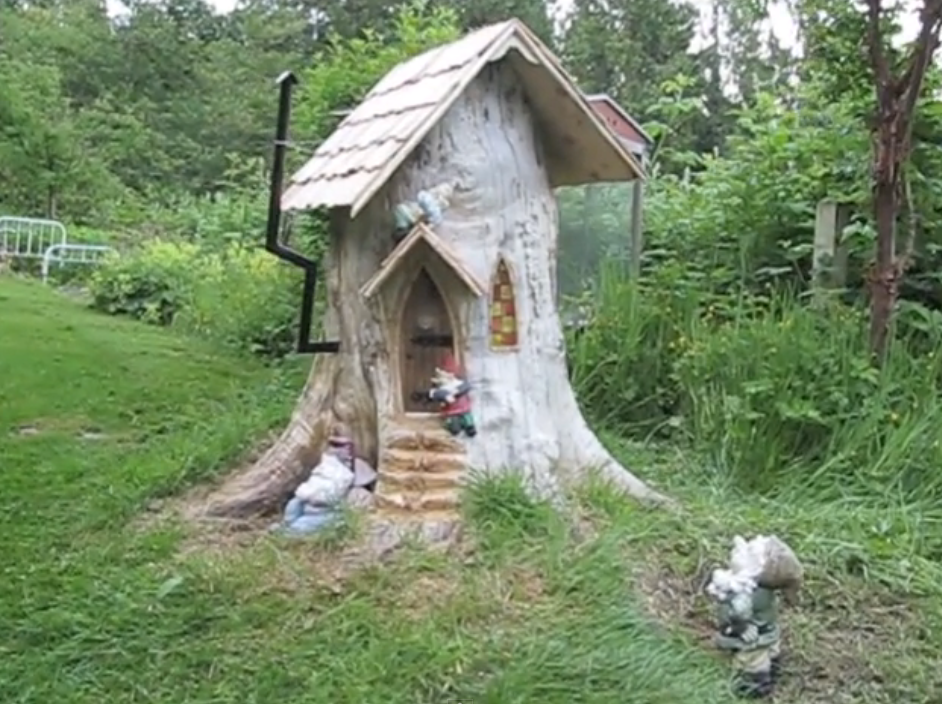 Tree stump gnome house you do with the stump make a for House garden trees