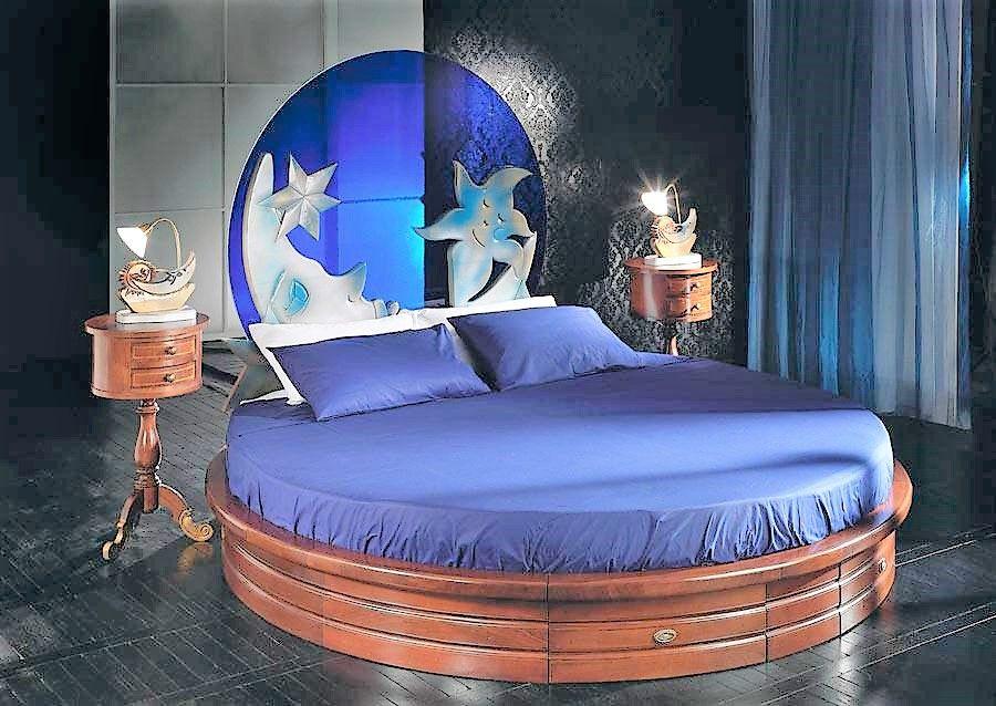 Letto rotondo blu notte con materasso e comodini #nottestellata #cie ...