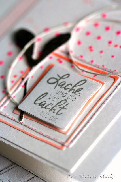 der kleine klecks: Neon pink, orange und grau Strukturpaste, Beeren und Samen von Alexandra Renke, Rahmen-Quadrat, diverse Neon-Papiere und ein bisschen Garn. Lache und die Welt lacht mir dir! 1 Min.