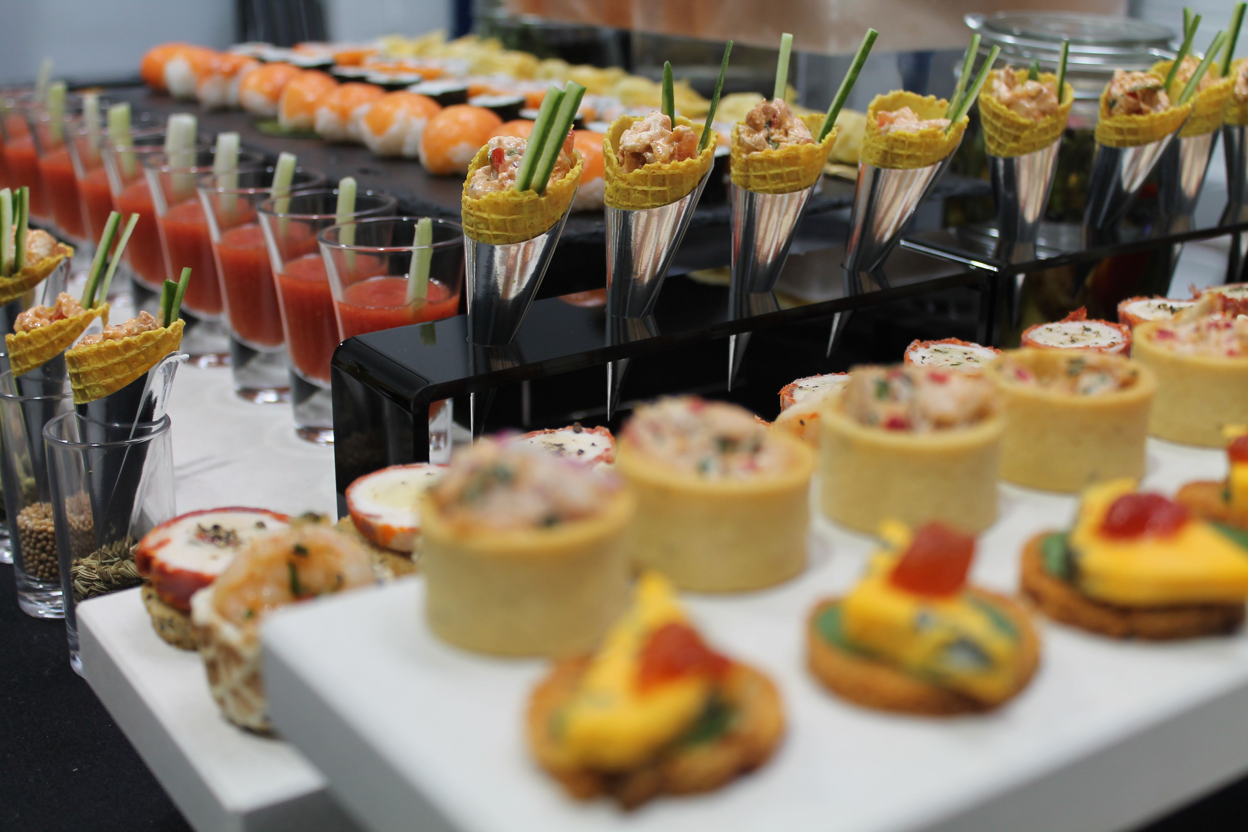 Canap s sushi and curry cones wirral gourmet food for Wedding canape ideas