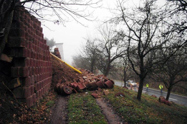 Ober Kainsbach eingestürzt ist am wochenende diese florwallstein konstruktion an