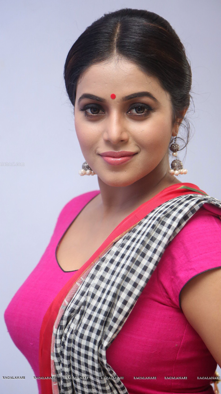 Poorna  South Actress Super Hot  Shamna Kasim, South