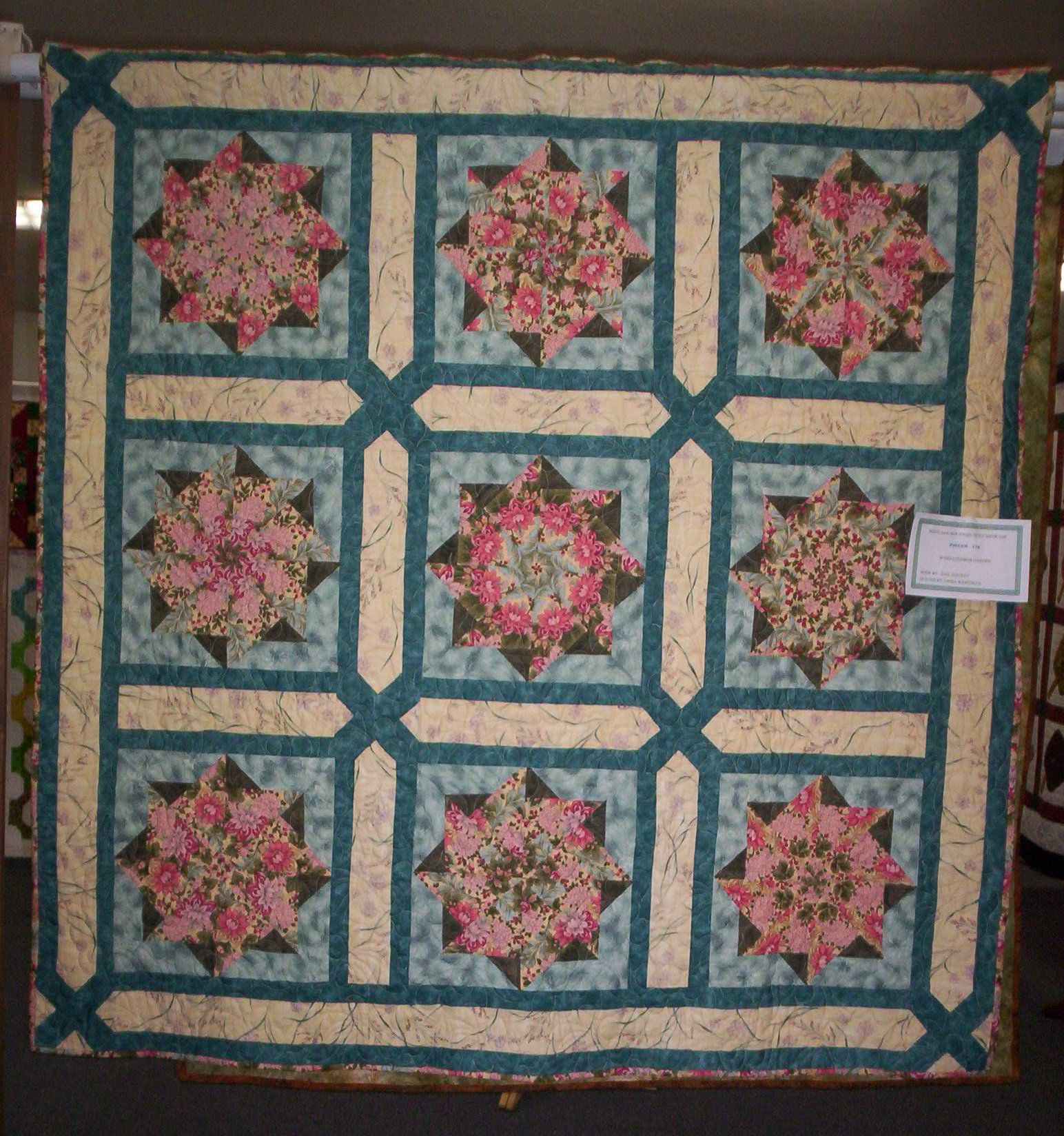 This is a great looking quilt using a variation of the stack and ... : stack and whack quilt patterns - Adamdwight.com