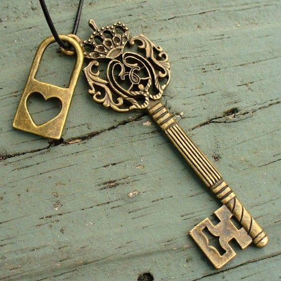Victorian Style Vintage Bronze Lock Skeleton Heart Keys Long Necklace Steampunk