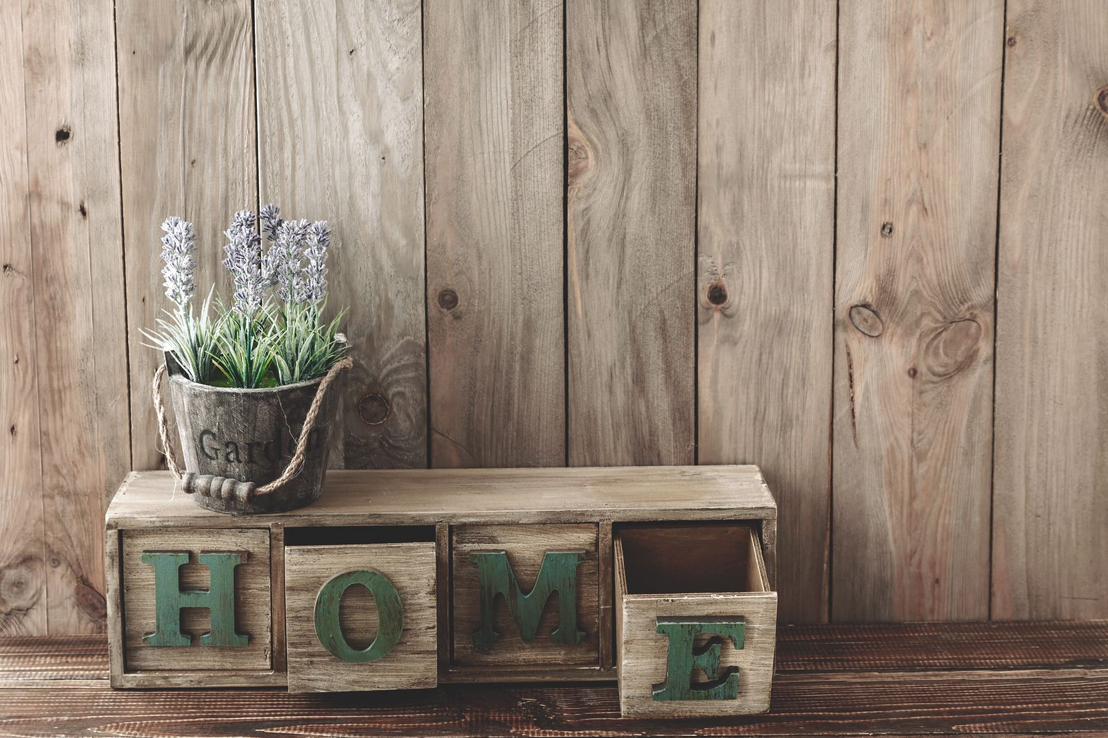Rustic Home Decor Ideas And Tips Busyathome Barn Wood Crafts Affordable Home Decor Home Decor Store