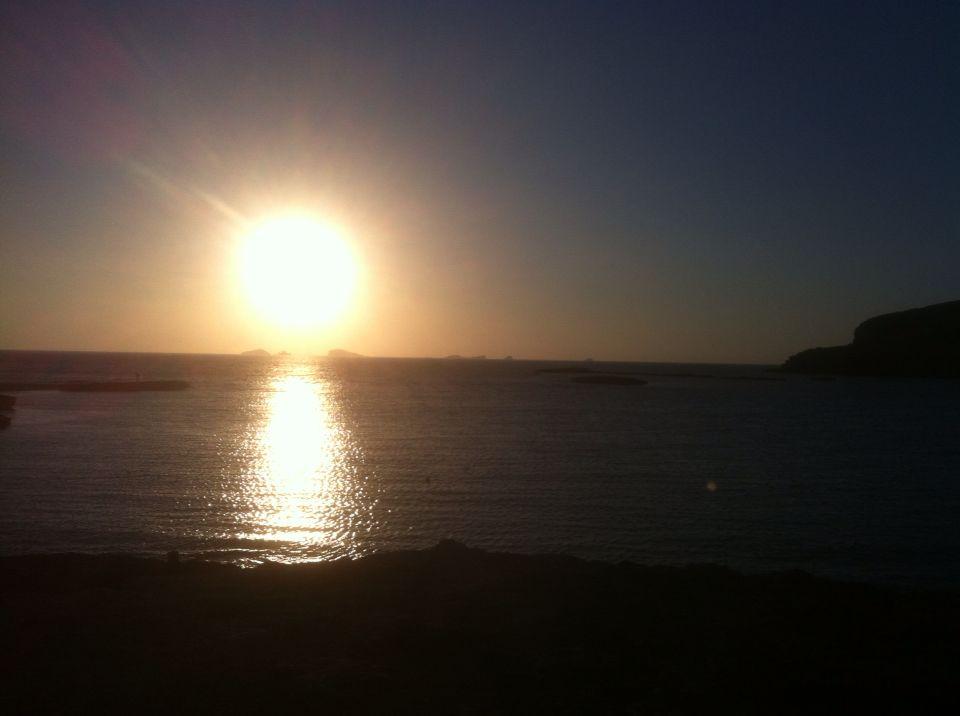 Atardecer en Cala Conta, aquí y ahora.... #Ibiza #atardecer #calasibiza #puestadesol