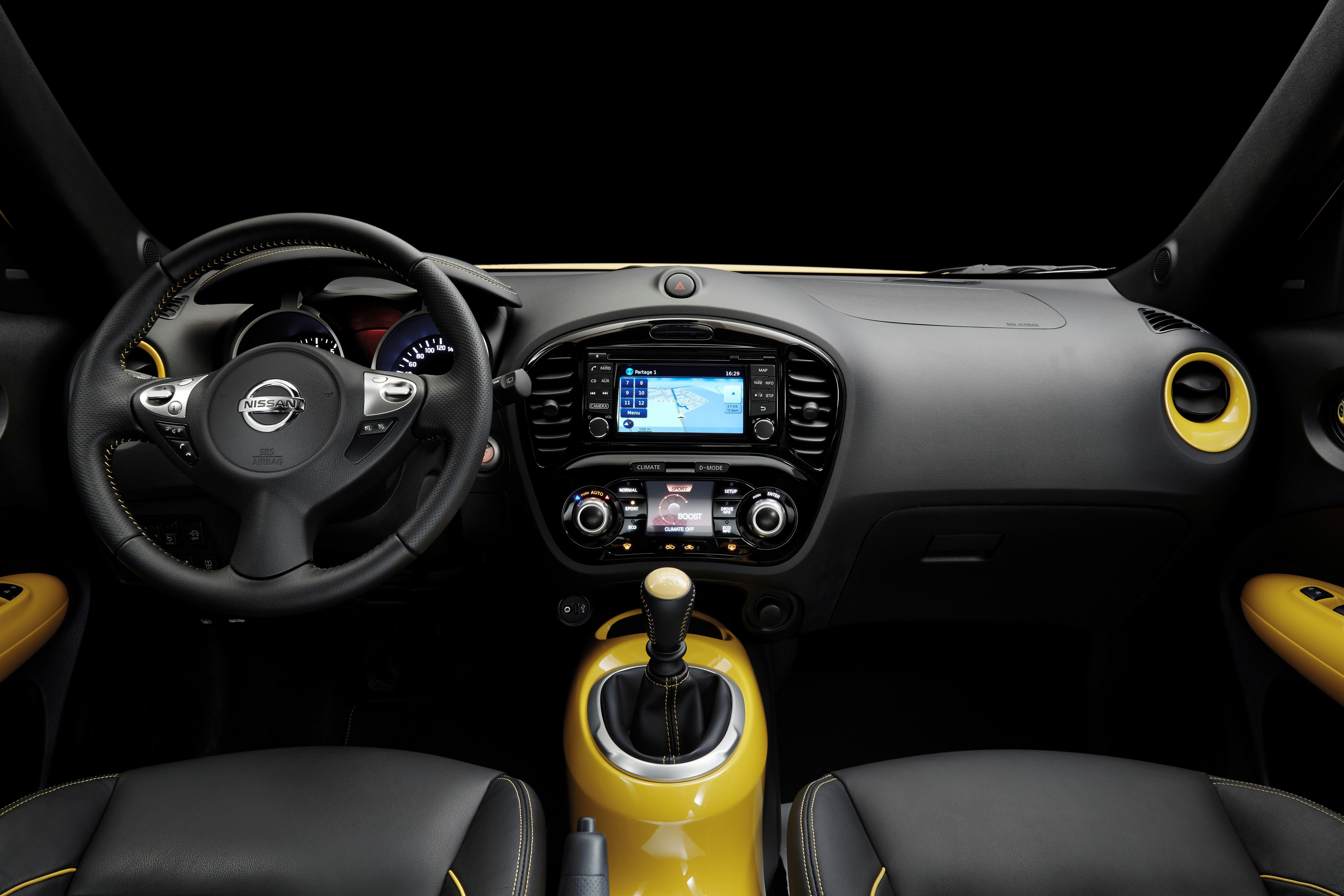 2015 Nissan Juke Stays Funky With A Dash Of 370z Style Nissan Juke Nissan Juke Interior New Nissan
