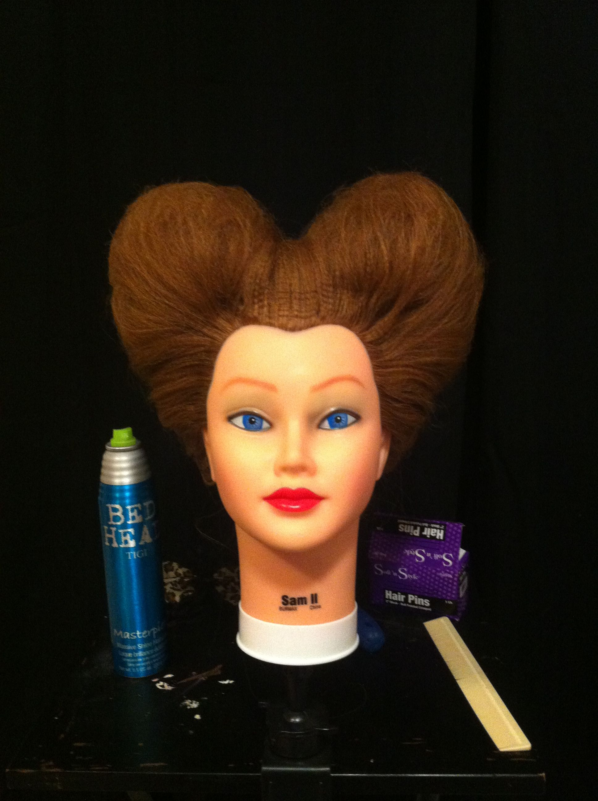 Queen of hearts hair from Alice in Wonderland! Great idea for Halloween hair for a costume!