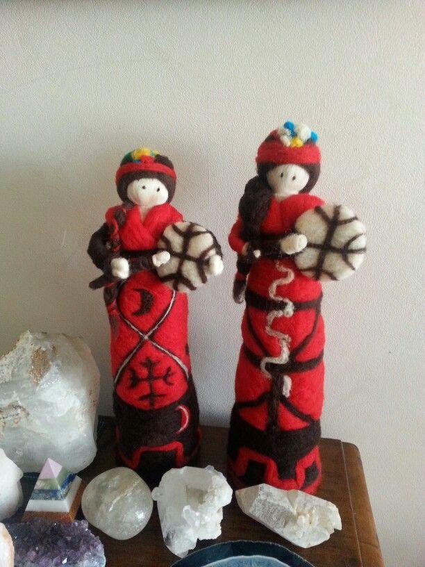 Muñecas mapuches hechas de vellon