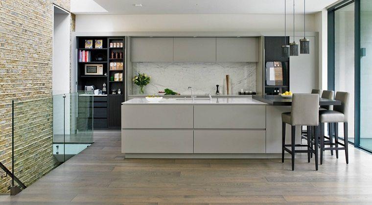 Cucine Bianco Grigio : Pavimento legno per una cucina di design di colore grigio e bianco