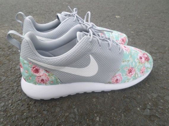Nike Roshe Courir Floral Gris Loup pas cher excellente HW7XrhyjC